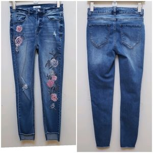 Kensie Floral Embroidery Skinny Jeans Size 2/26